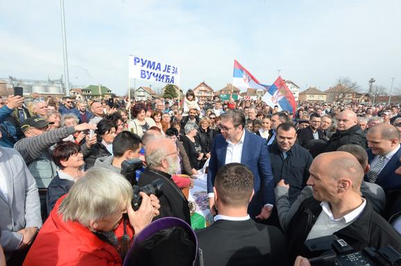 Vučić posetio Sremski okrug i obećao nove investicije