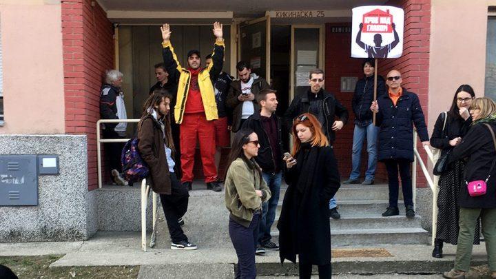 Krov nad glavom: Izbacuju na ulicu one o kojima moraju da brinu!