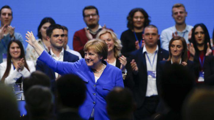 "NEMAČKI MEDIJI : ""Ustaški bard Tomson"" zasenio Merkelovu!"
