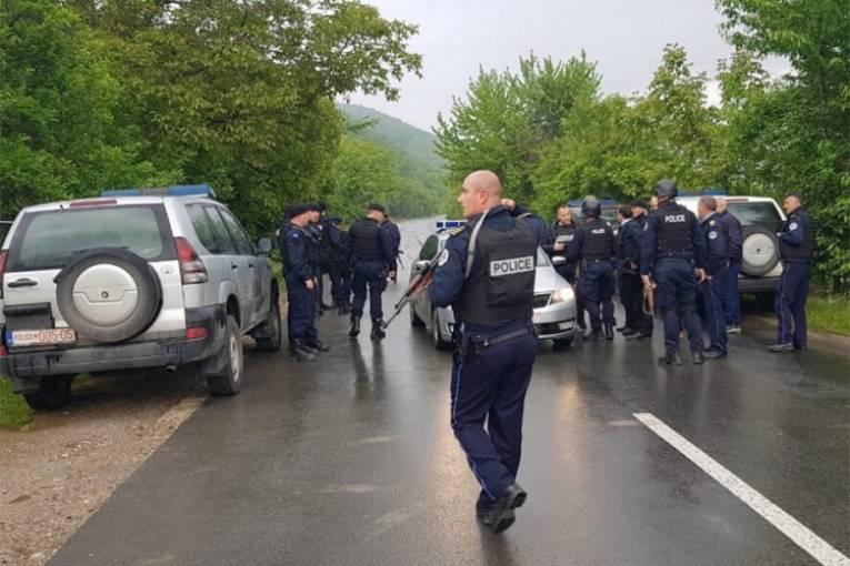 Vučić: Srećan sam kada je Tači miran