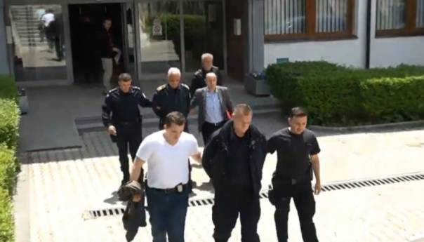 KIM: Snimak hapšenja srpskih policajaca