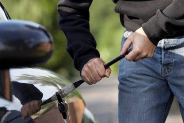 BEOGRAD: Uhapšeni kradljivci automobila!