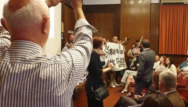 KOLARAC: Nacionalisti sprečili izvođenje predstave o Srebrenici