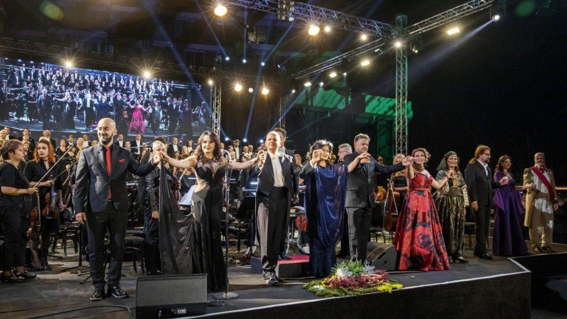 """OPERA NA VODI: Gvozdenom ogradom podeljeni Beograđani i """"ugledni"""" gosti!"""