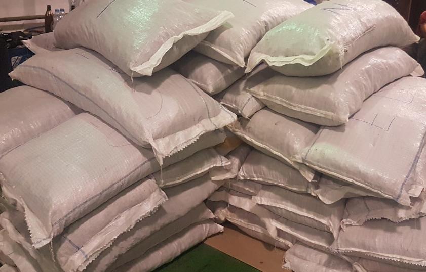 GRADINA: Carinici zaplenili tonu i 480 kilograma marihuane
