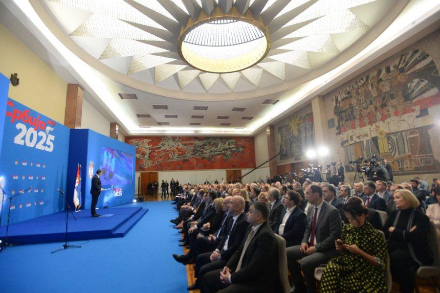 Obećana Srbija do 2025 godine: Plate  900 a penzije – 430 do 440 evra!?