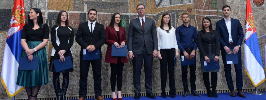 """Svečnost u Palati """"Srbija"""" : Posao najboljim diplomcima – lekarima i tehničarima"""