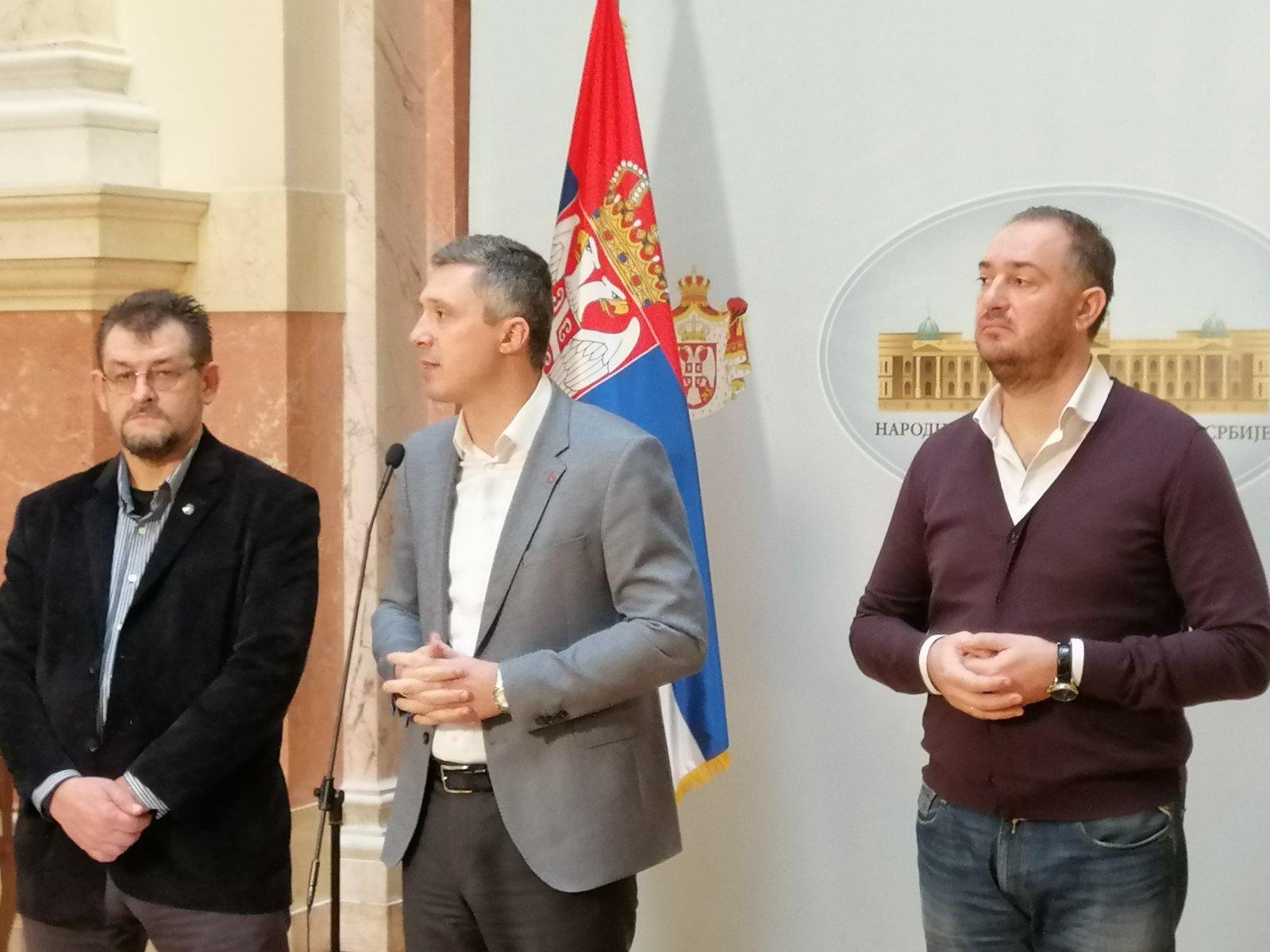Boško Obradovć tvrdi: Vučić i Đukanović grade Beograd na vodi – ne Arapi!