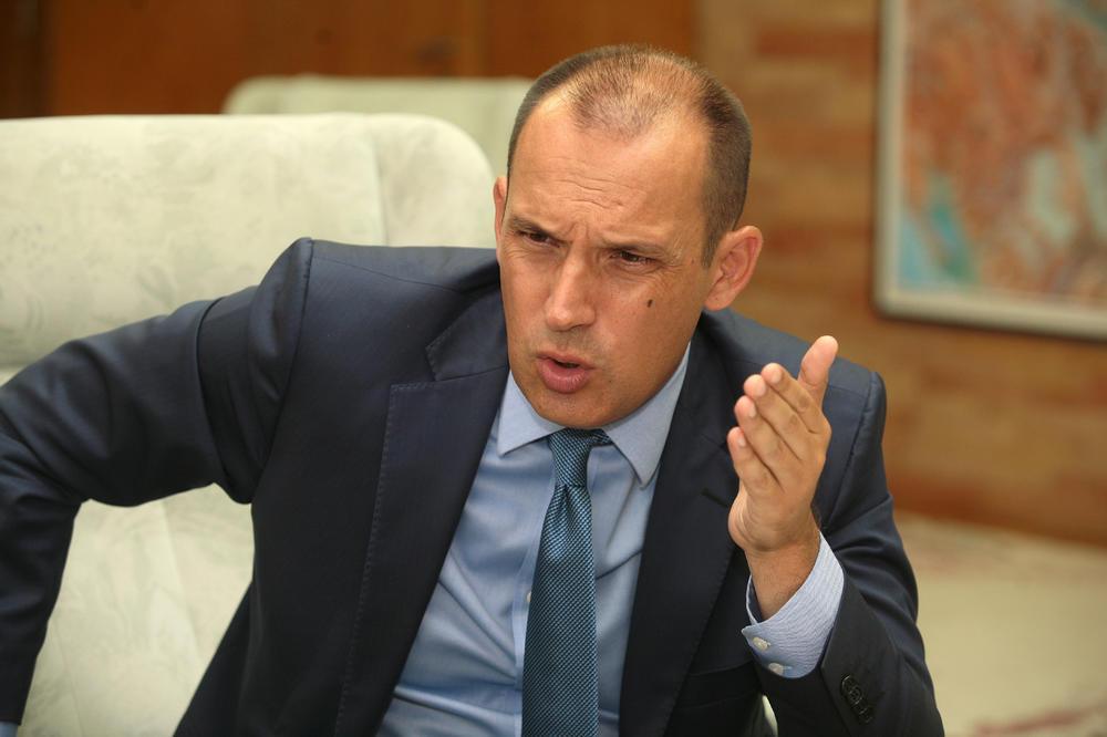 Reagovanje: Ministar Lončar uvredio Crnogorce u Srbiji – traže njegovu ostavku!