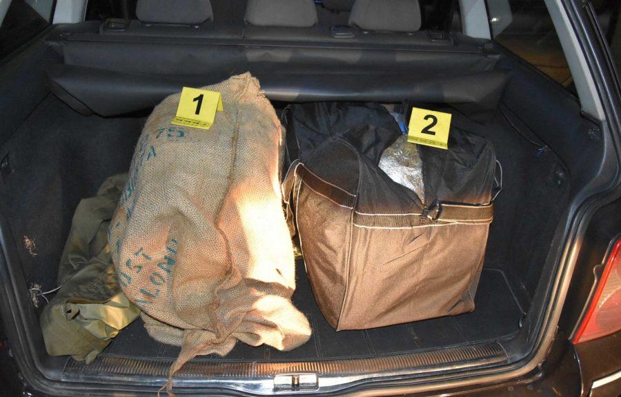 Petrovaradin: Policija zaplenila 20 kg marihuane i pet pištolja!