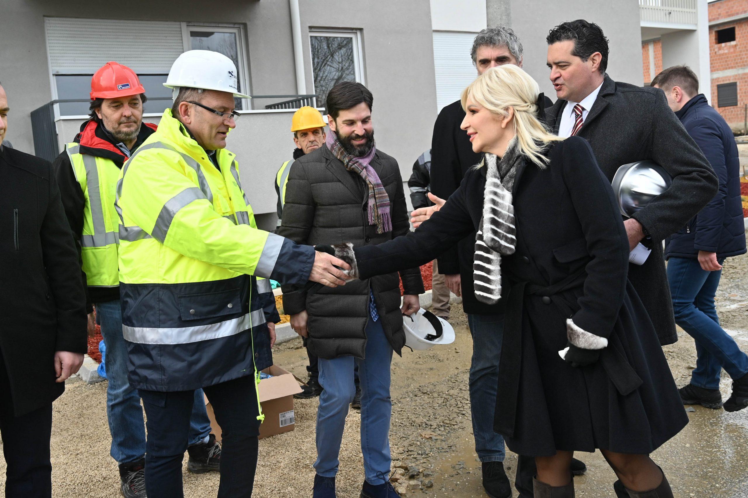 Zorana Mihajlović: Čast je biti u društvu onih o kojima je Šešelj napisao knjige