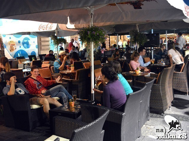 KORONA VIRUS: Pooštrne mere protv rada kafića i restorana!