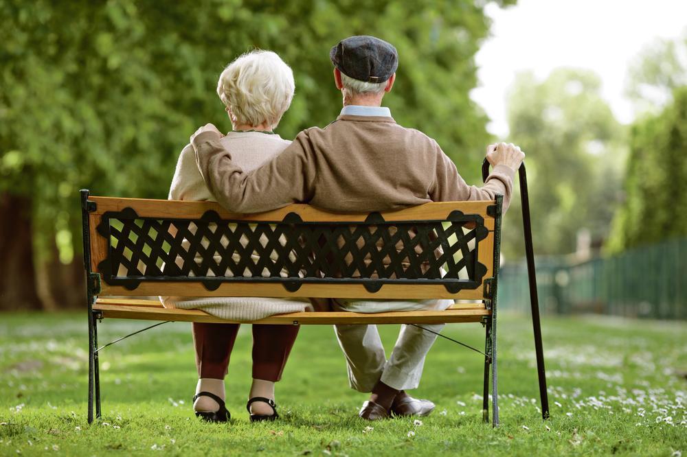 KORONA VIRUS: Penzioneri dobili (ograničeni) izlaz