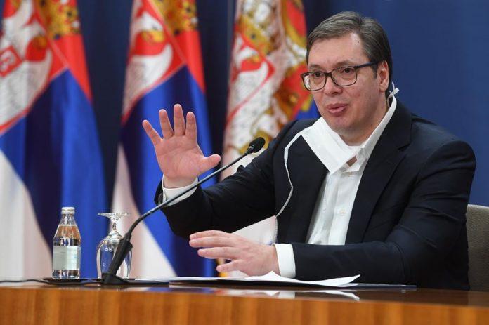 VUČIĆ NA STRANICAMA FIGARA: Srpski predsednik Korona virus koristi da se predstsvi kao spasitelj!