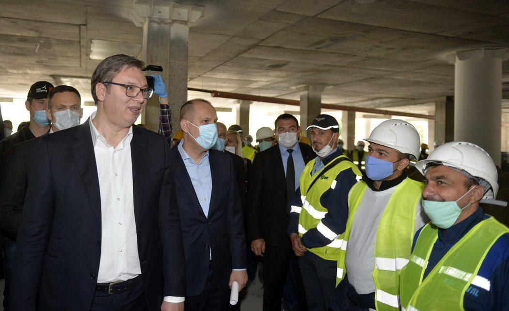 """VUČIĆ OBIŠAO KLINIČKI CENTAR U IZGRADNJI: Uloženi novac """"nije bačen u bunar"""""""