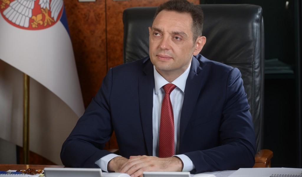 Ministar Vulin: Titula akademika ne može da napravi čoveka od bednika kakav je Teodorović
