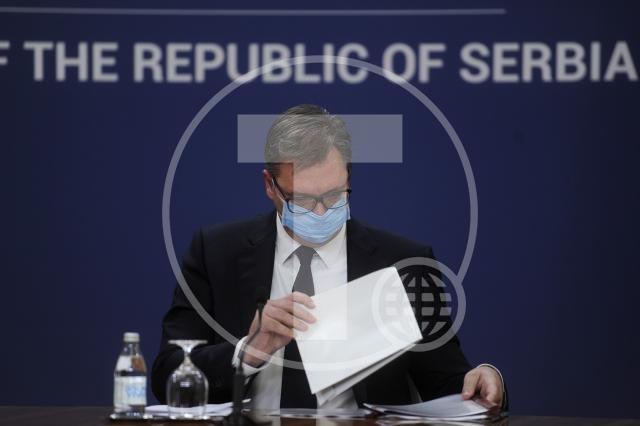 Vučić: Nema novih mera, medicinarima do kraja godine po 10.000 dinara pomoći