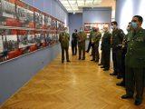 """Strani vojni predstavnici obišli izložbu """"Ratna slika Srbije u Drugom svetskom ratu, 1941–1945"""""""