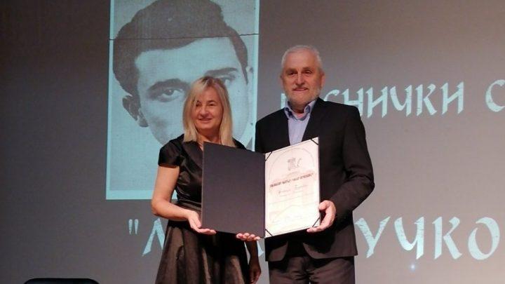 Urednica Rada Komazec uručila nagradu pesniku Novici Đuriću