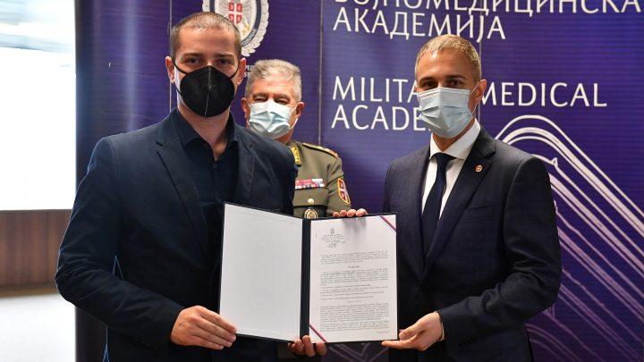 Војно здравство јаче за 136 медицинара