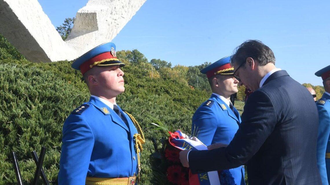 Vučić prisustvovao molebanu u Šumaricama