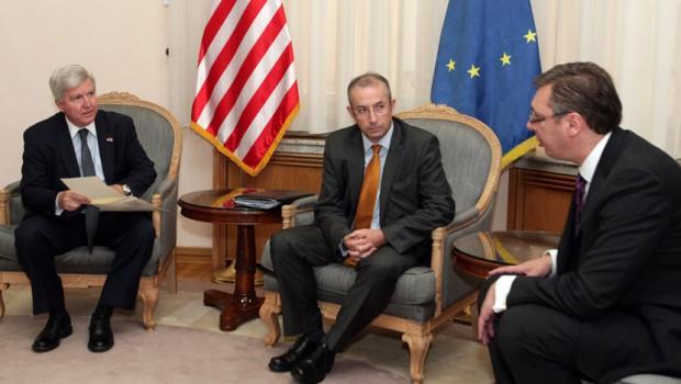 Davenport (EU) i Skot (SAD) razgovarali sa Vučićem