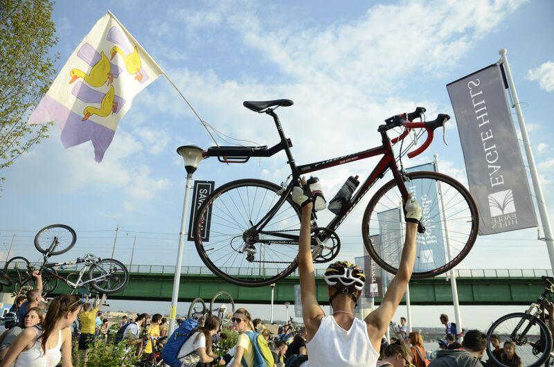 PROTEST BICIKLISTA: «OGLEDNA» PROMENADA BEOGRADA NA VODI UGROZIĆE KRETANJE BICIKLISTA