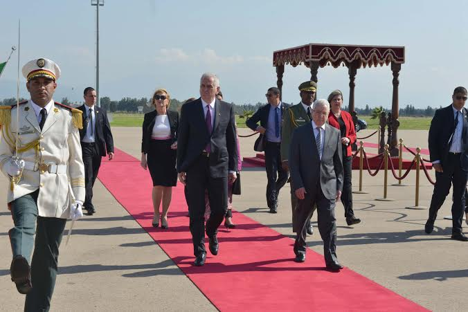 Predsednik Nikolić dočekan u Alžiru uz počasne plotune