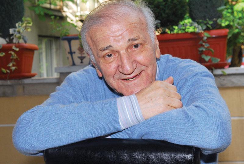 Umro Bata Živojinović