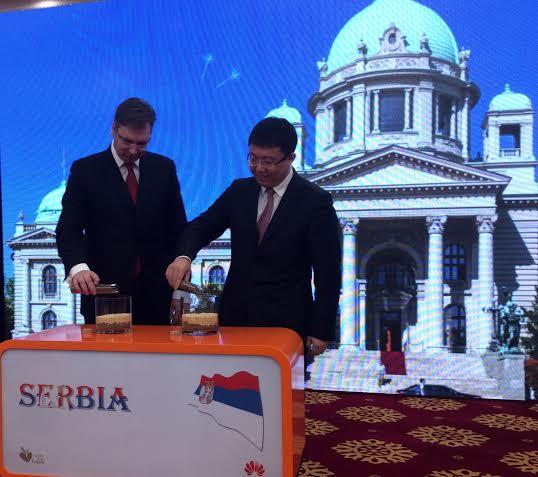 Peking: Vučić posetio kompaniju HUAWEI