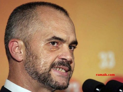 Leader of the Albanian opposition Socialist Party Edi Rama speaks during a news conference in Tirana July 4, 2009. Albania's ruling Democratic Party and the small Socialist Integration Movement (SIM) will start negotiations on forming a coalition government, SIM leader Ilir Meta said on Saturday. With less than one percent of the votes in Sunday's parliamentary elections yet to be counted, the Democratic Party has won 70 seats in the 140-member parliament while the SIM has four. The main opposition Socialist Party has 66 seats.  REUTERS/Arben Celi (ALBANIA POLITICS ELECTIONS HEADSHOT)
