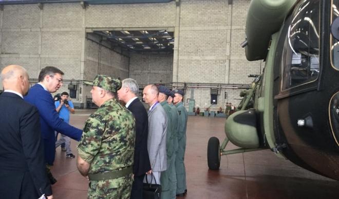 Vučić na primopredaji dva nova helikoptera za vojsku Srbije