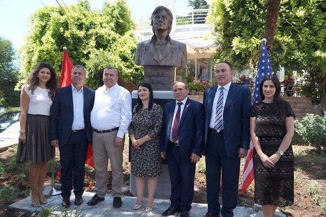 Spomenik Hilari Klinton – u Albaniji