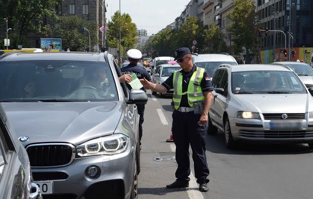 SAOBRAĆAJNA POLICIJA KONTROLIŠE LUKSUZNE AUTOMOBILE