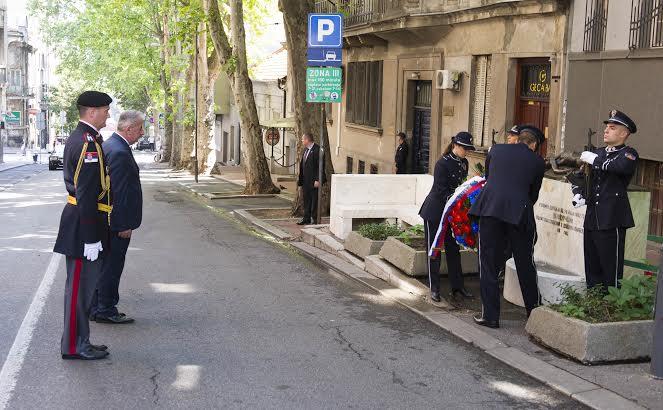 STEFANOVIĆ I VELJOVIĆ POLOŽILI VENCE POVODOM DANA POLICIJE