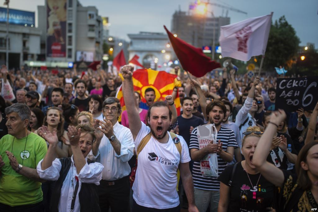 Kriza u Makedoniji: građani povlače novac iz banaka