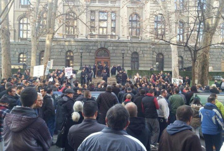 Skupština Srbije – pitanja poslanika o Gašiču, Pajtiću, protestu poljoiprivrednika