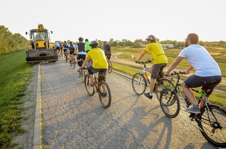 Biciklisti upozoravaju: i pored zabrane Savski nasip i dalje saobraćajnica